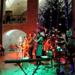 Nepieradinātā folka orķestris