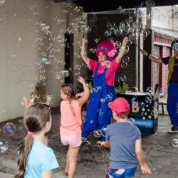 Ziepju burbuļu šovs Amatu mājā