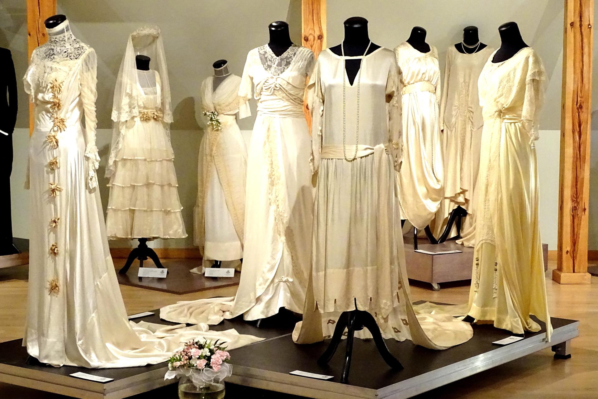 Unikāla kāzu tērpu izstāde
