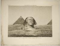 Pyramides de Memphis : vue de sphinx et de la seconde pyramide, prise du levant. Memfisa piramîda : skats uz Sfinksu un piramîdu saullçkta laikâ.
