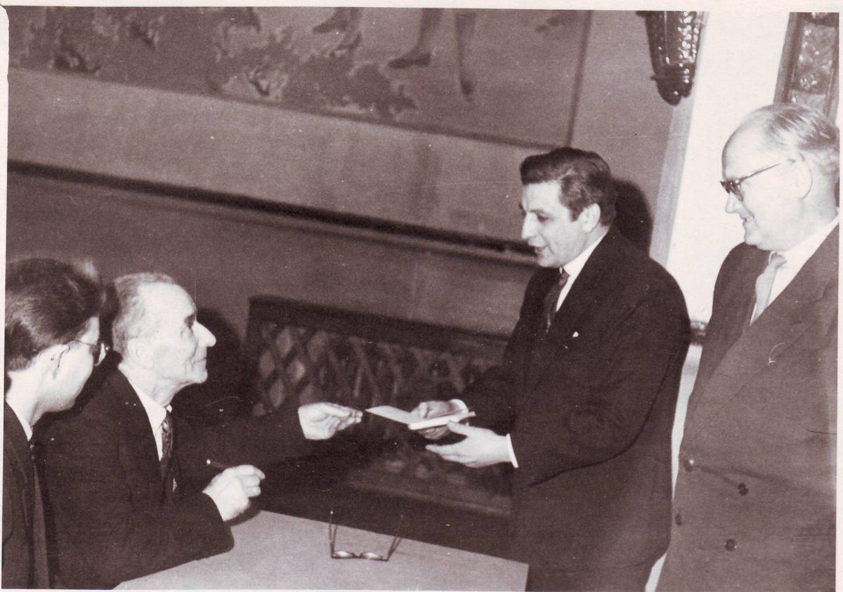 No kreisās- H.Dorbe, Z.Skujiņš