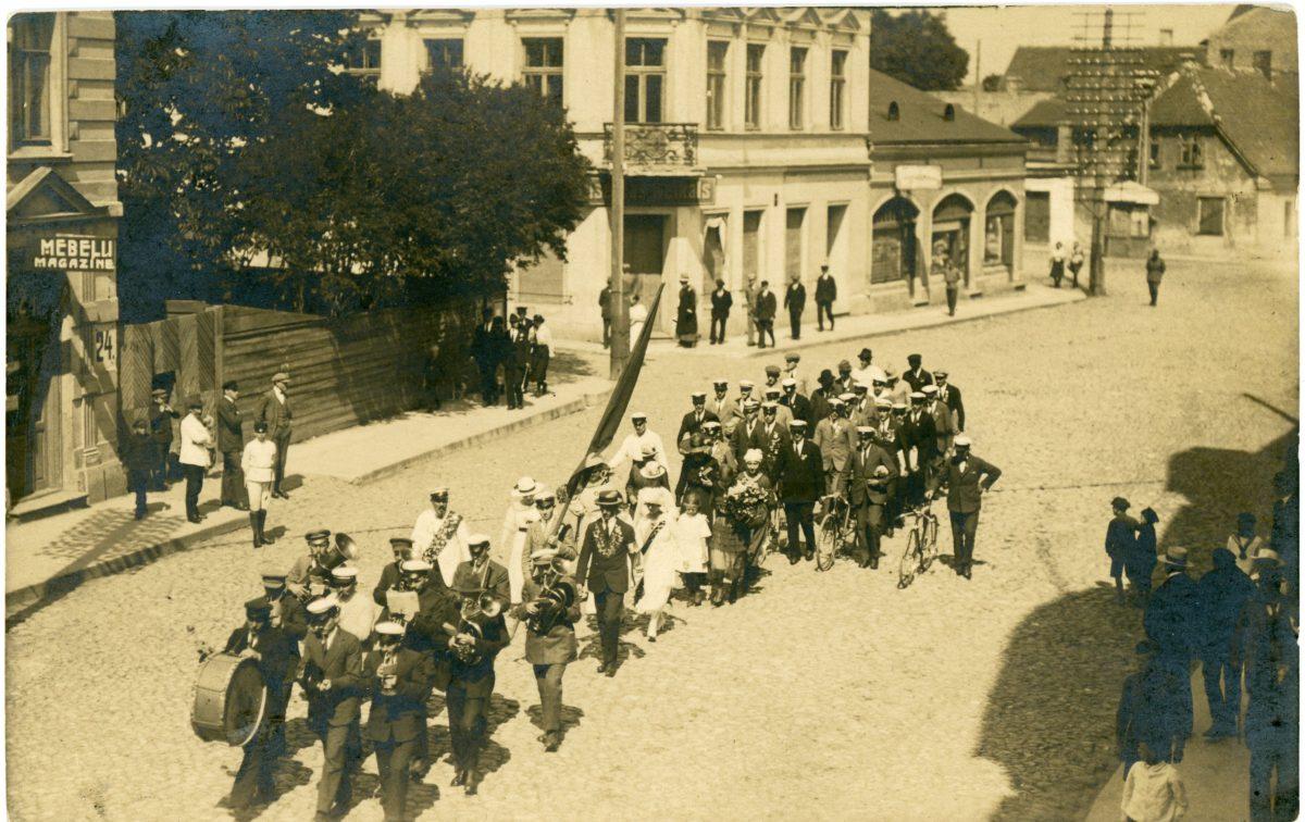 Sporta biedrības Spars gājiens 1920gadu beigas