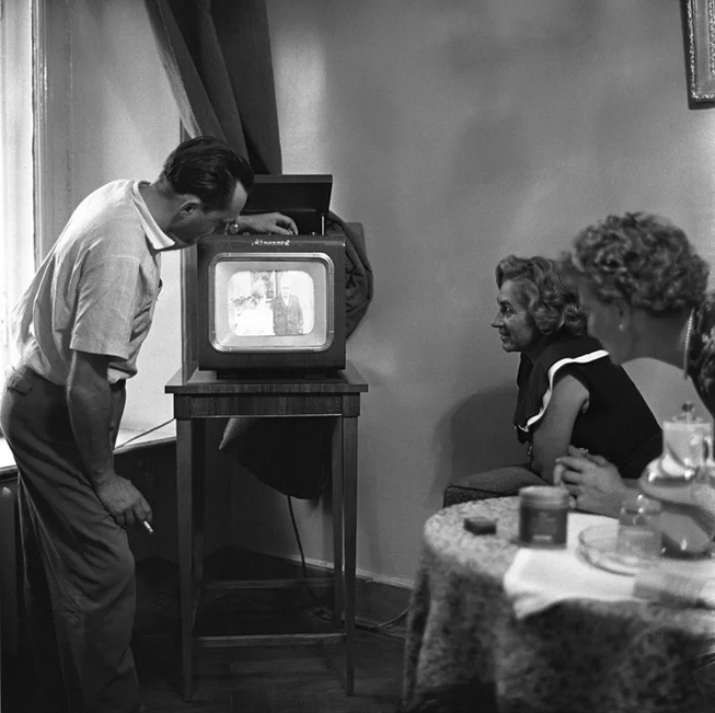 Muzeja jaunieguvums – trīs vienā – radio, TV un atskaņotājs