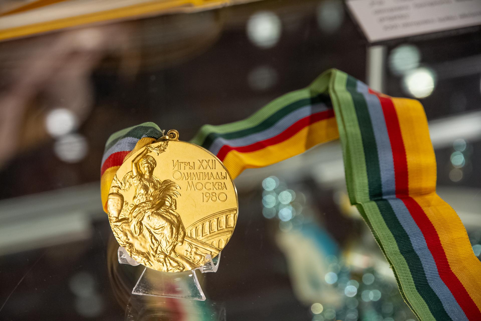 Ventspils muzejā skatāma Daiņa Kūlas zelta medaļa un citas relikvijas