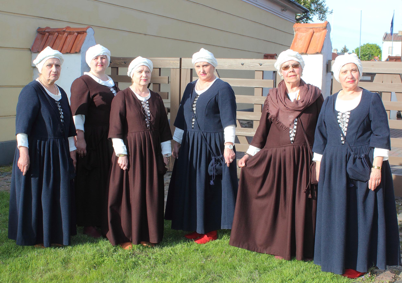 Pils dāmām jauni tērpi